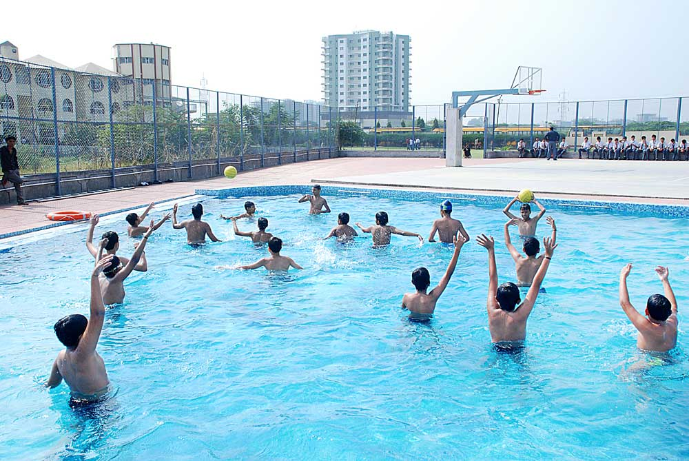 Swim Your Heart Out At These 10 Best Swimming Classes In